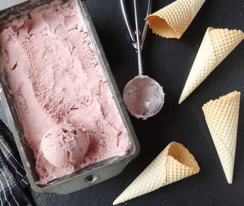 roast strawberry ice cream