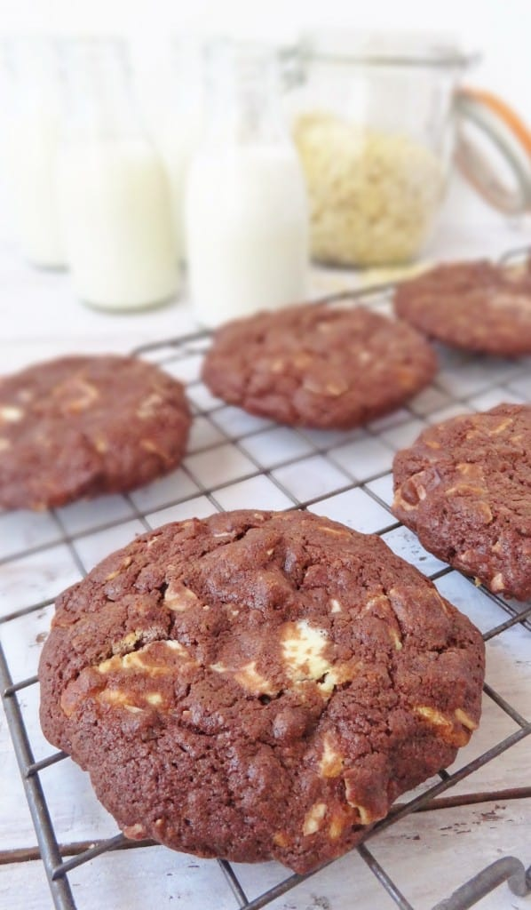 chocolate white chocolate almond cookies