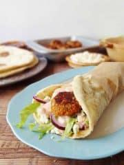 Vegetarian red lentil koftas with flatbreads & harissa youghurt sauce - Domestic Gothess