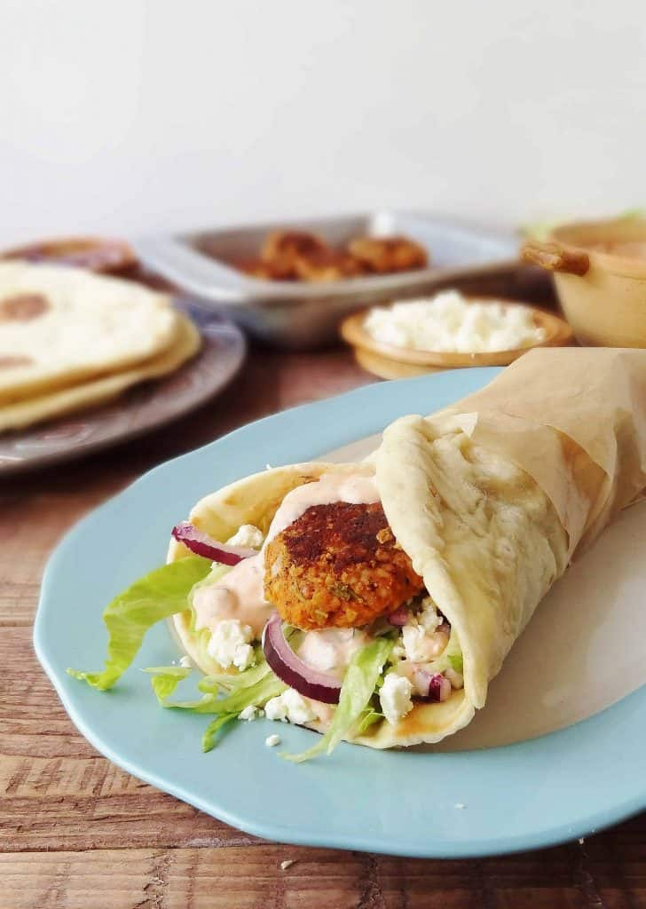 Vegetarian red lentil koftas with flatbreads & harissa youghurt sauce - Domestic Gothess