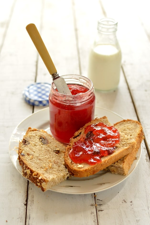 Plum and amaretto jam recipe - Domestic Gothess