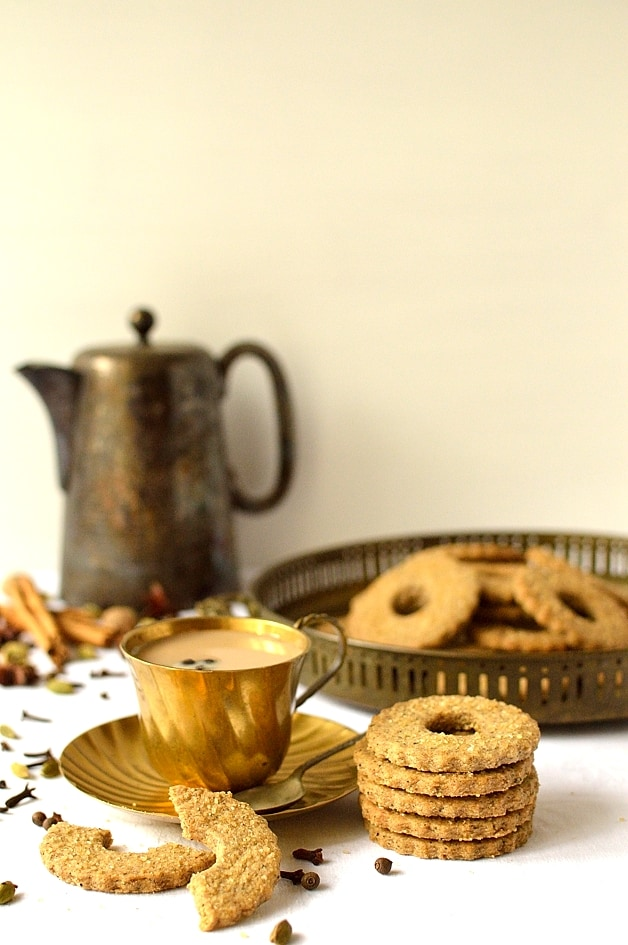 Masala chai spiced rye shortbread cookies - Domestic Gothess