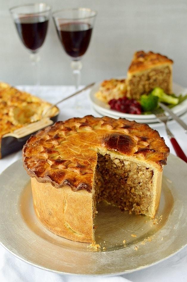 Vegetarian Christmas nut roast pie