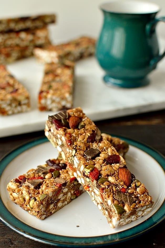 No-bake chewy granola bars packed full of superfood ingredients such as chia and pumpkin seeds, goji berries and dark chocolate