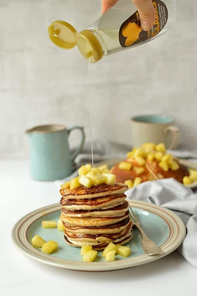 Refined sugar free oatmeal spelt pancakes with cinnamon apples - light, fluffy, healthy pancakes made with ground oats and spelt flour, sweetened with carob syrup