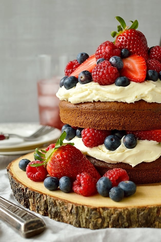 Berry cider cake with mascarpone cream frosting
