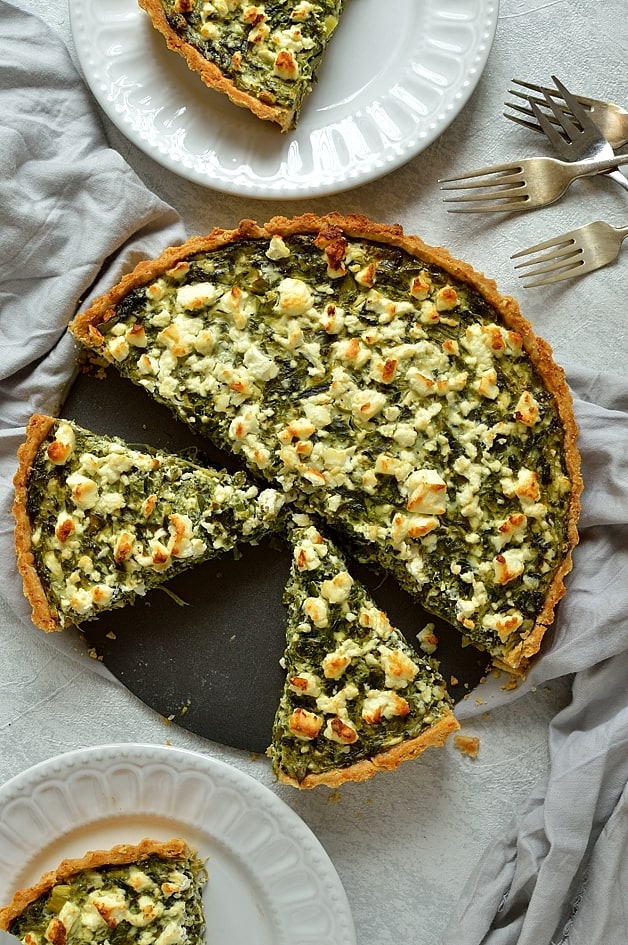 Spinach, ricotta and feta cheese quiche (spanakopita tart)
