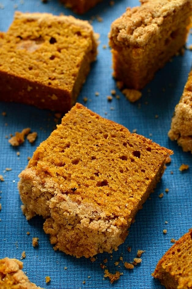 pumpkin spice coffee cake with crunchy crumble topping