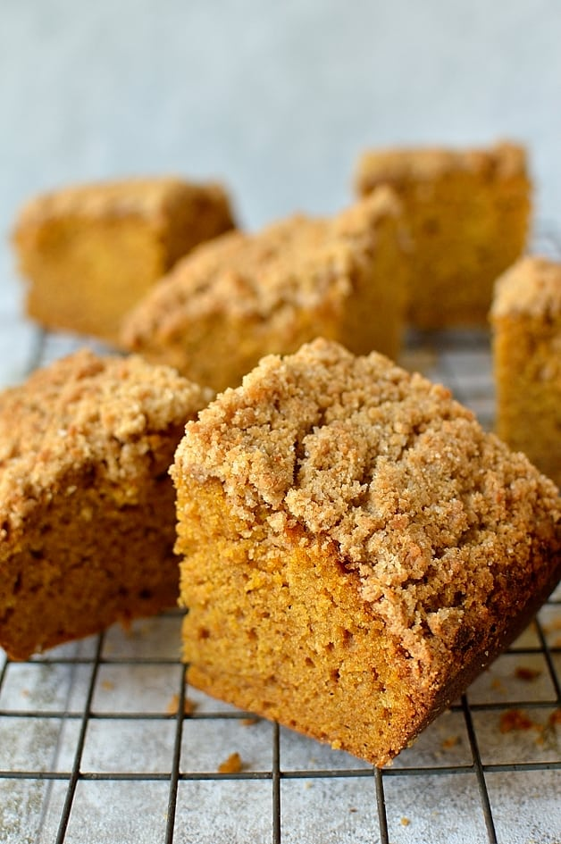 streusel topped pumpkin spice snack cake