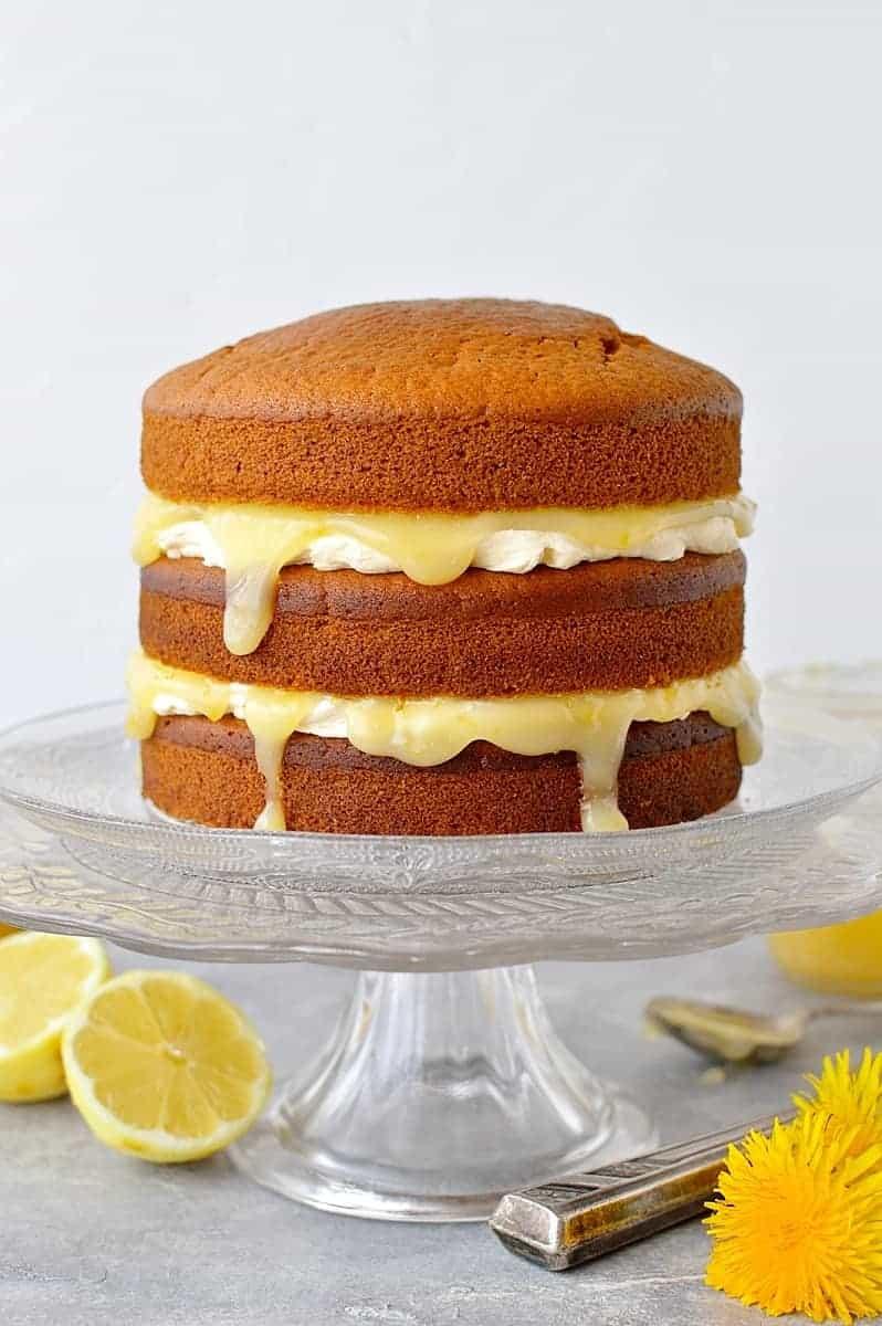 Vegan lemon curd layer cake - easy vegan lemon cake with vegan lemon curd and vegan lemon buttercream.