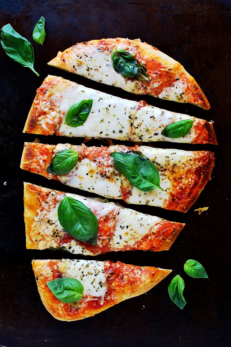 ten minute naan pizza - super quick, tasty pizza made using shop bought naan bread; ready in 10 minutes!