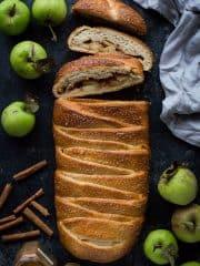 Apple cinnamon brioche bread braid - the perfect Autumn breakfast.