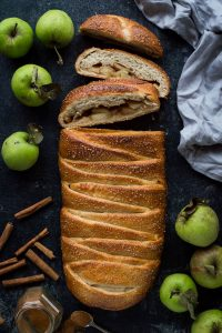 Apple cinnamon brioche bread braid - the perfect Autumn breakfast.