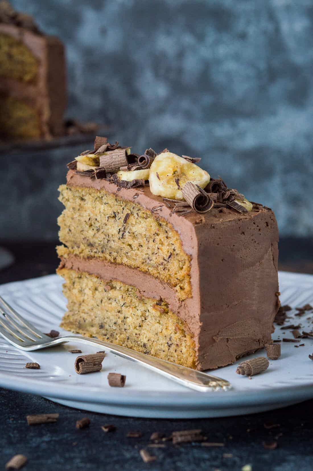 Vegan banana cake with chocolate peanut butter frosting - easy to make, fluffy, moist banana cake filled with smooth, creamy peanut butter and chocolate buttercream. The perfect cake for all occasions! #vegan #bananacake #vegancake #bananabread #baking