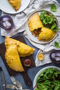 Curried vegetable pasties – vegan pasties filled with curried vegetables and chickpeas, perfect for picnicking! #vegan #baking #pastry