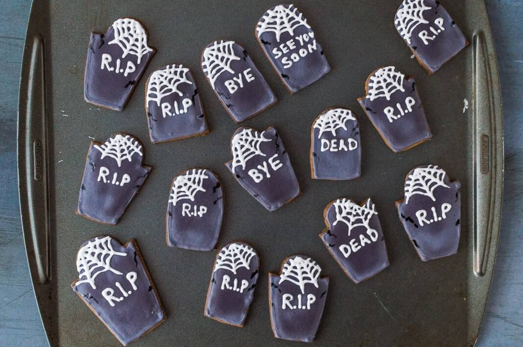 tombstone cupcakes step 7 - decorating the tombstones